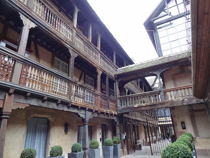 hôtel cour du corbeau